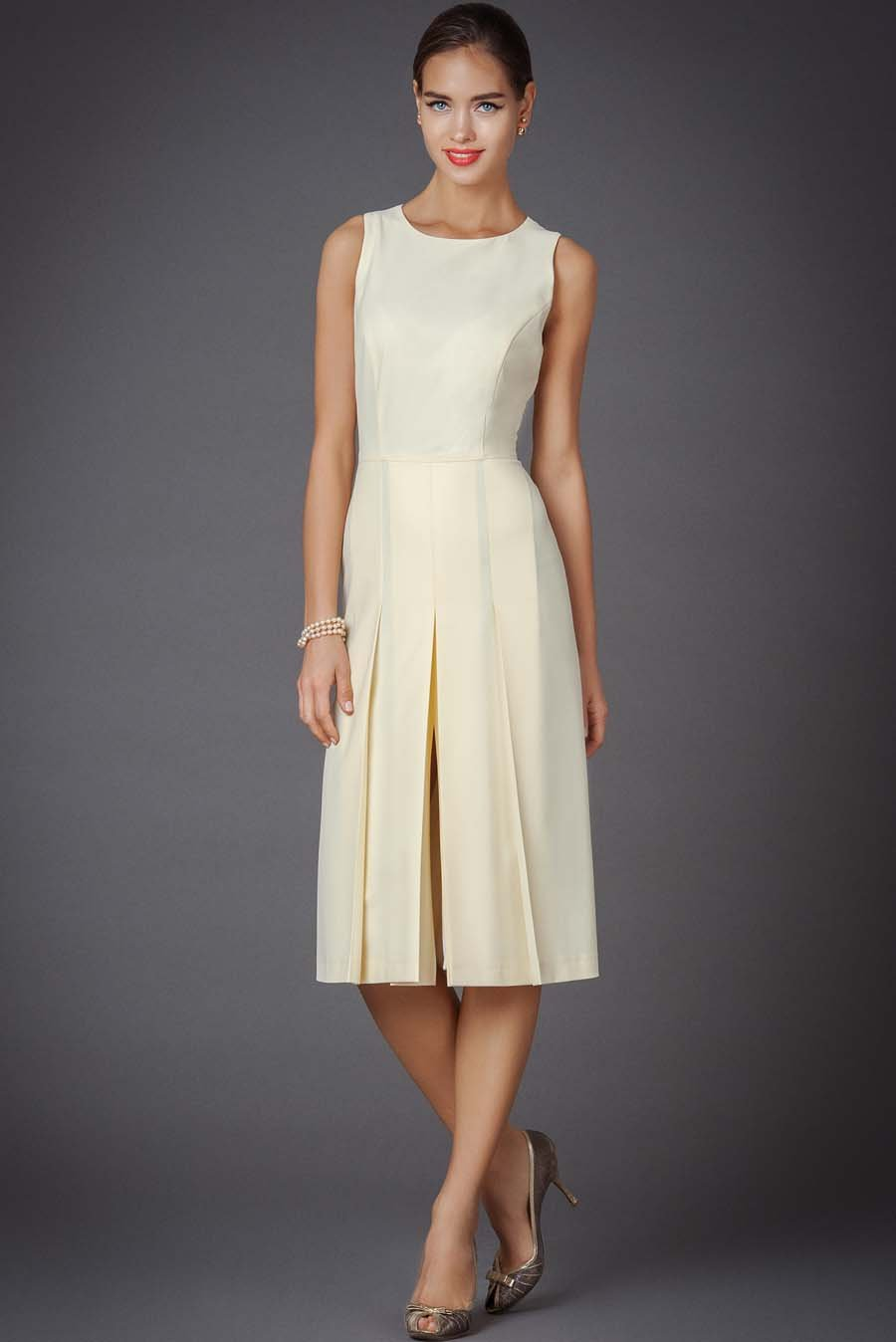 Платье с одной складкой впереди
